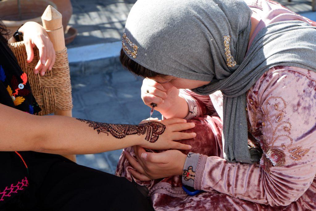 women solo female tour henna