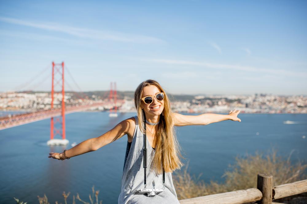 solo female traveler on the Golden Gate Bridge