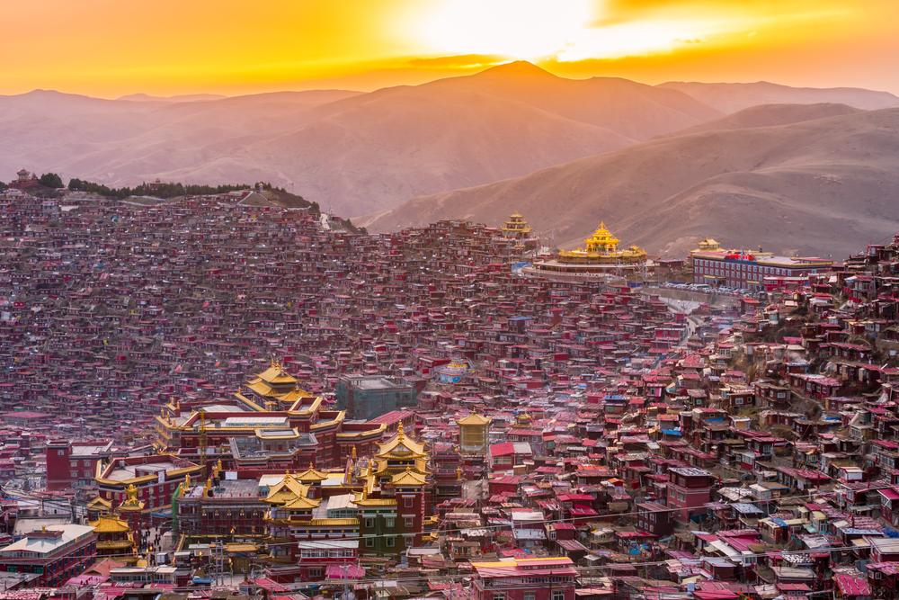 cabins in Larung Gar, Tibet