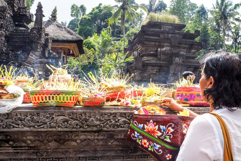 solo women travel to bali temple