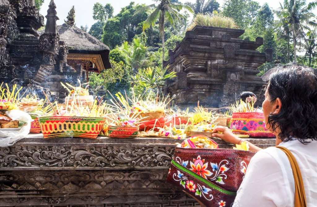 solo women travel to bali temple
